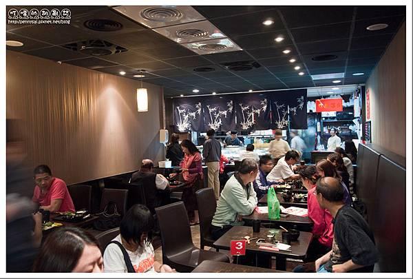 石牌.平價日本料理「68鮮魚」- 高朋滿座的店內