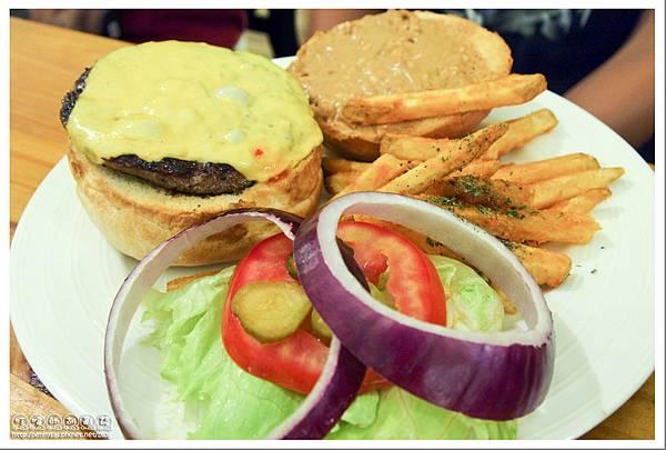 大直.團體用餐的好地方「B&O Kitchen」- 花生醬牛肉起士堡