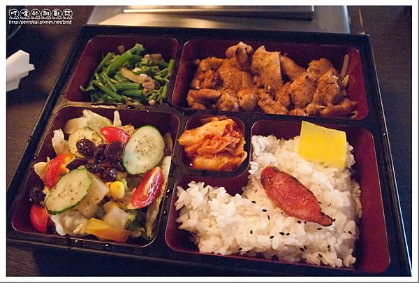 台北.中山國中站 - 值回票價的商業午餐 - 烤嗜院 - 醬燒雞肉定食