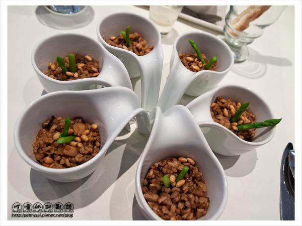 舒果新米蘭蔬食-果香五穀炊飯(排成小花狀).jpg