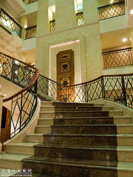 台北華國大飯店-大廳旋轉梯.jpg