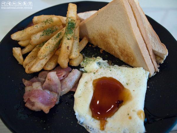 好吃的早餐「唯樂漢堡」-美式套餐.jpg