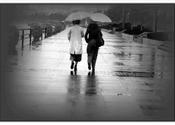 漫步在雨中