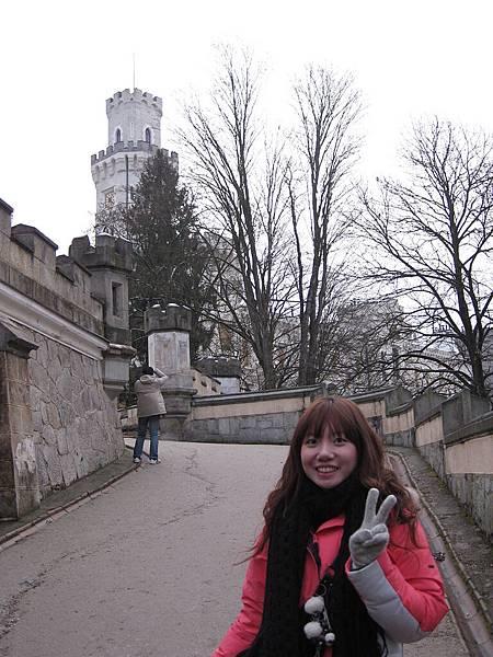 飯店外有另一座城堡