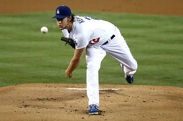 clayton-kershaw-pitch