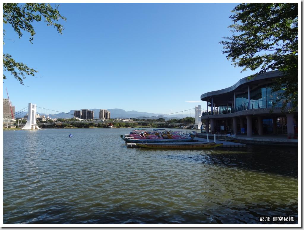 《龍潭觀光大池》【桃園‧龍潭美景】遊客中心與天鵝船碼頭
