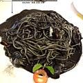 4.香蒜墨魚墨汁義大利麵