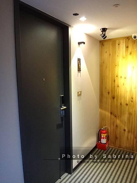 8.房間門口