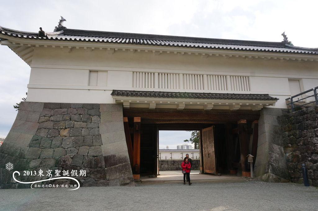 11.銅門