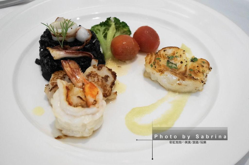 17.海鮮墨魚汁燉飯