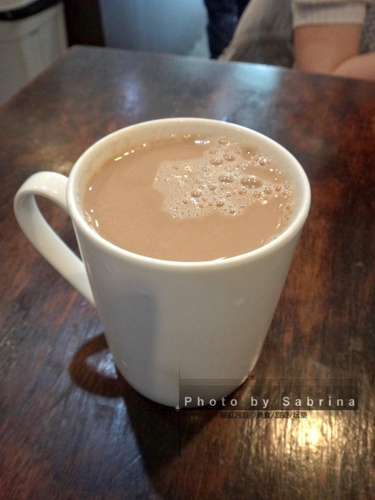 11.熱鮮奶茶