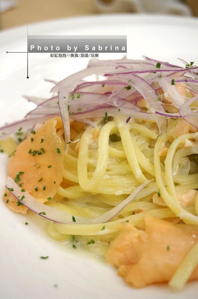 24.酸豆奶油燻鮭魚寬扁麵特寫