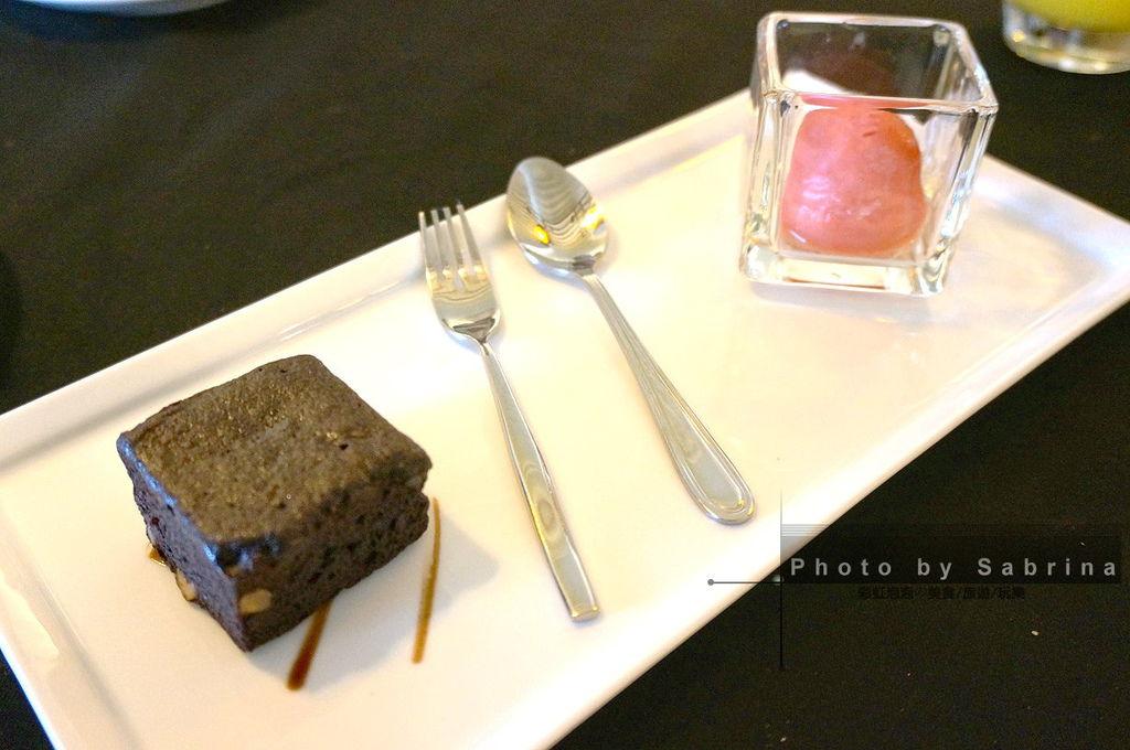 23.萊法小館-巧克力布朗尼佐草莓sorbet