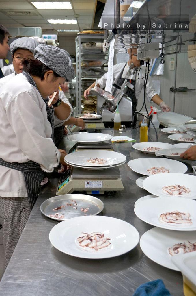 15.K2小蝸牛-備餐中的廚房