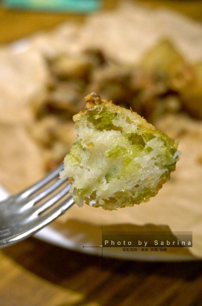 41.K2小蝸牛-拿波里炸海味褐藻包特寫