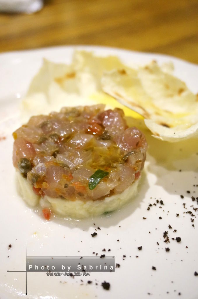 32.K2小蝸牛-鮮魚韃靼, 煙燻馬自拉起司芝麻葉