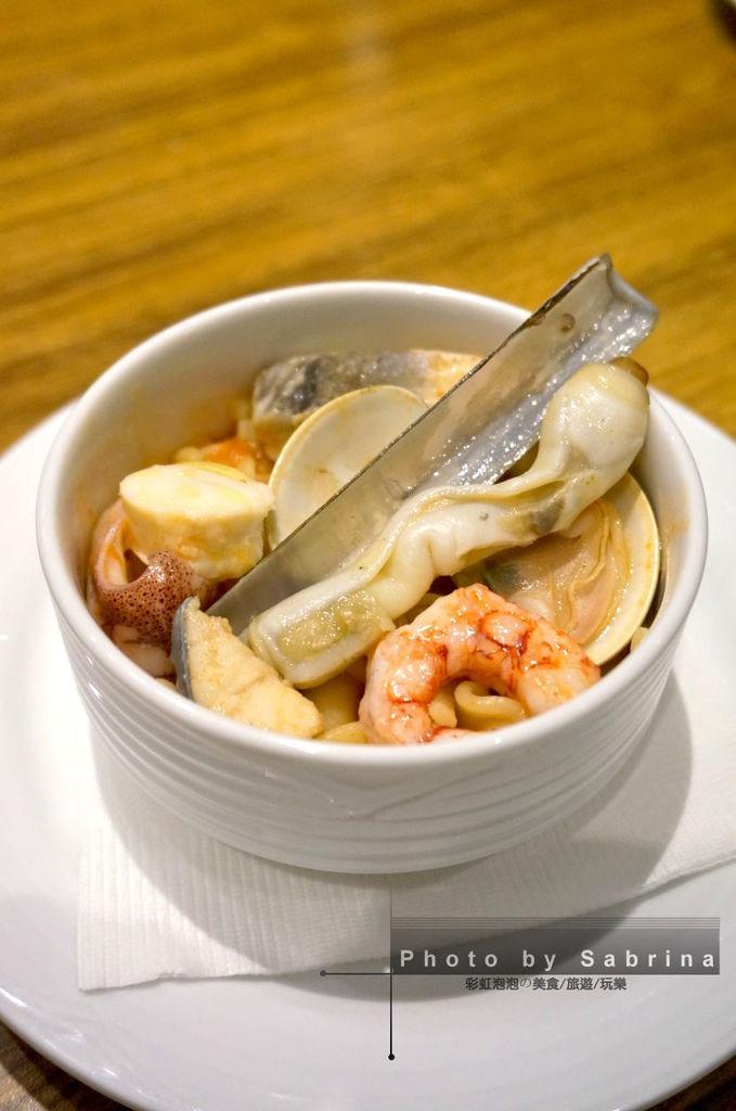 50.K2小蝸牛-拿波里綜合短麵海鮮湯