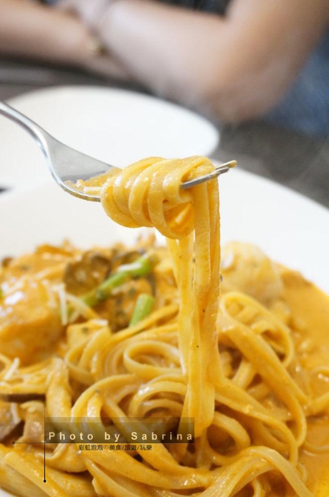 15.好食慢慢-辣呼呼紅咖哩雞肉義大利麵