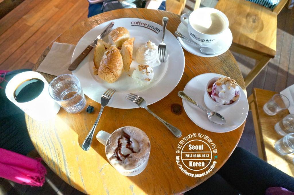 116.coffee smith弘大店-點餐大合照