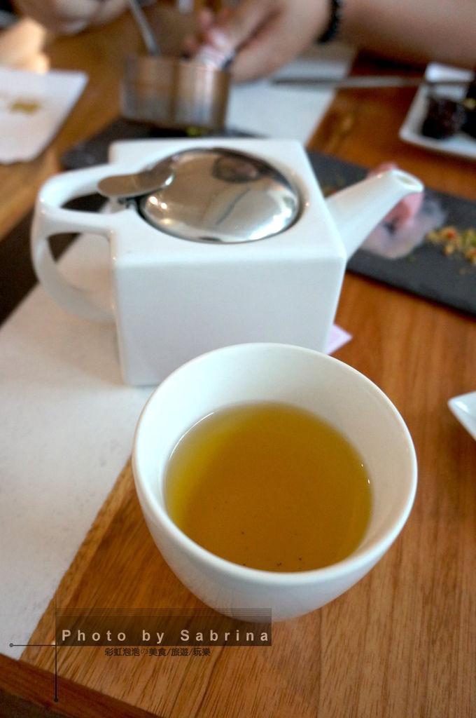 30.小梗甜點咖啡-白桃烏龍茶