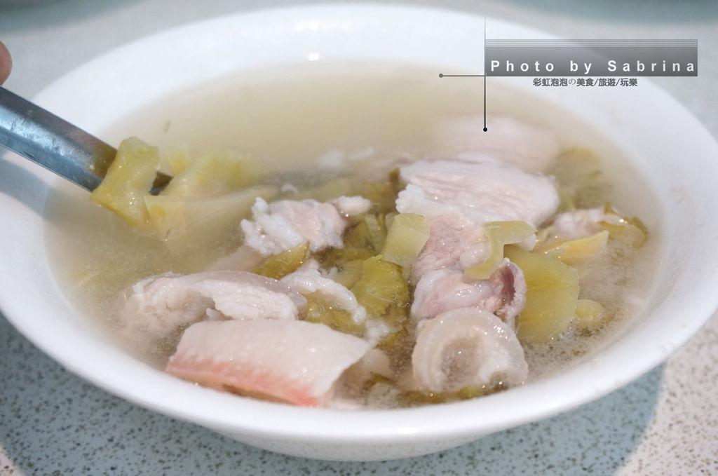 11.斗煥坪水餃館-酸菜三層肉湯