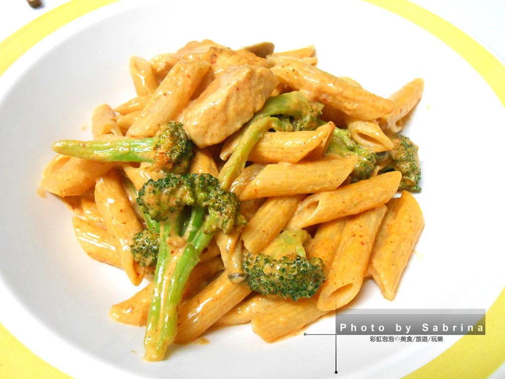 4.泰式紅醬雞肉義大利麵