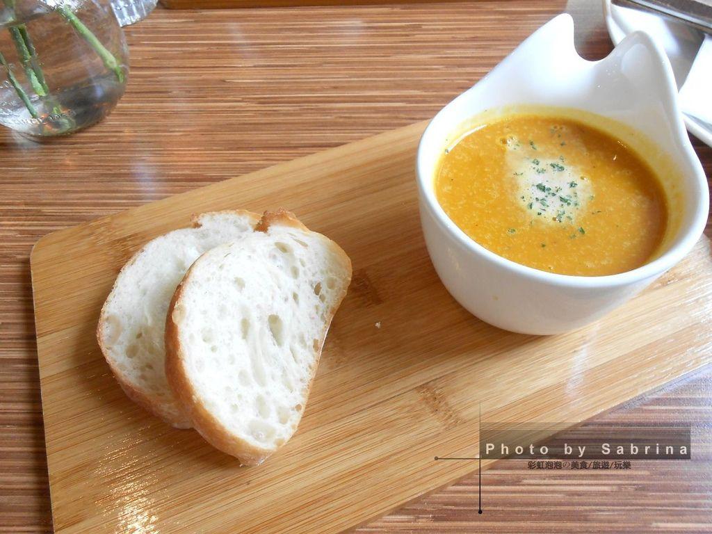 7.鹽與胡椒餐館-暖暖好湯&麵包