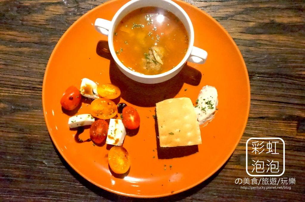 13.吃東西-前菜-義式蕃茄乳酪+蕃茄牛肉丸蔬菜湯