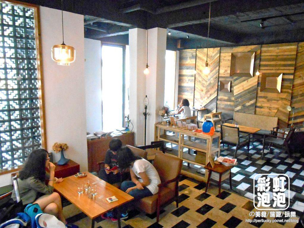 7.Smoker煙燻咖啡-一樓用餐空間