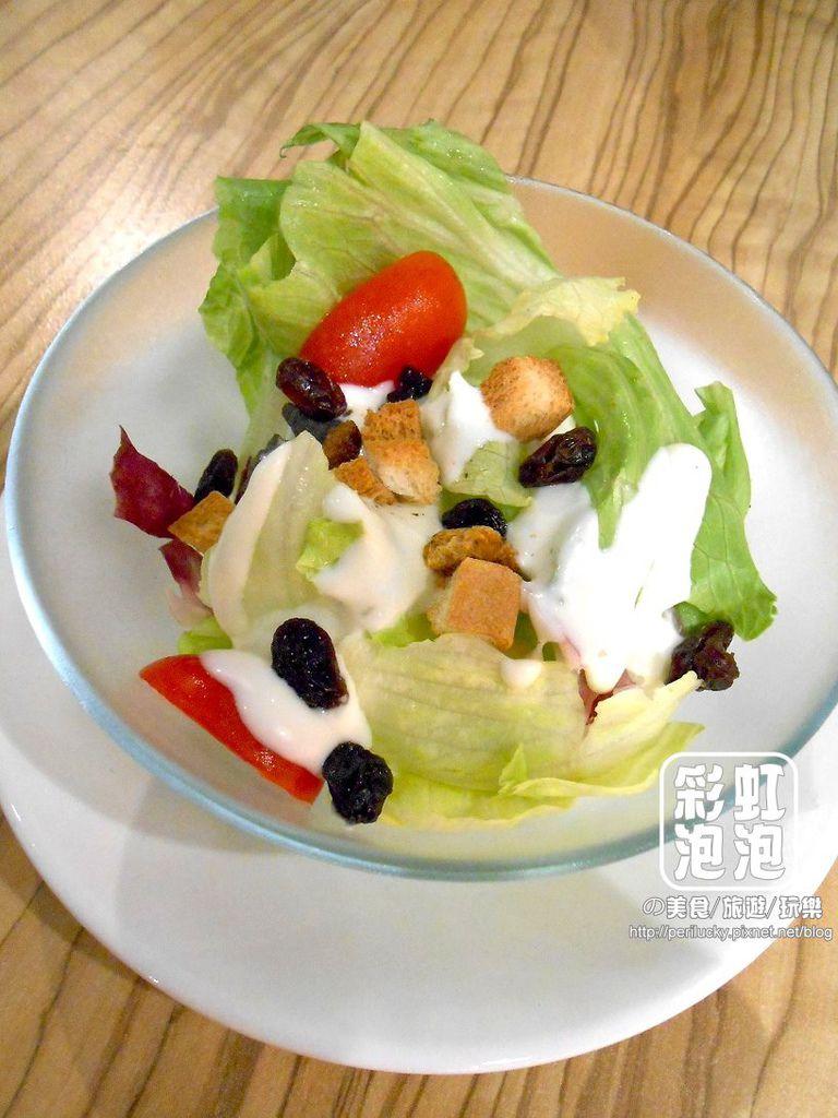 7.覺樂咖啡-附餐沙拉