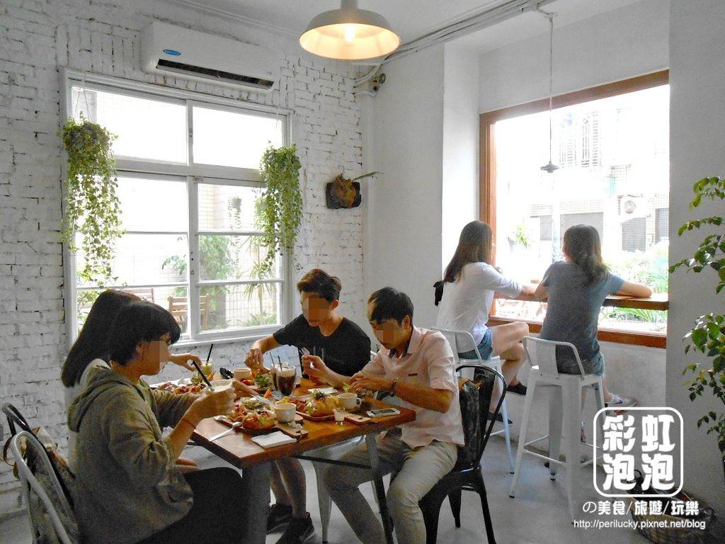 9.斑馬散步咖啡-一樓空間