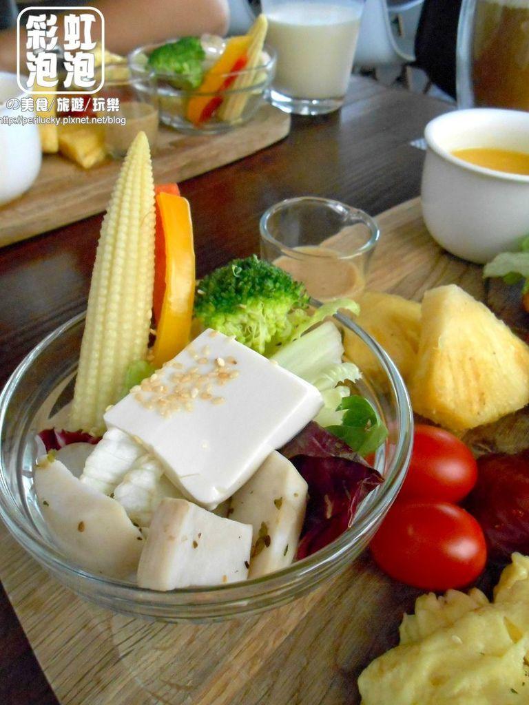 25.斑馬散步咖啡-胡麻醬豆腐沙拉