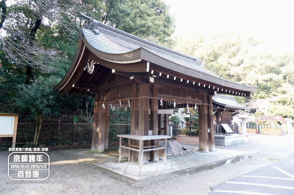 112.近江神宮-手水舍.JPG
