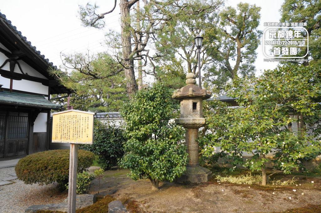 112.平等院-春日型石燈籠.jpg