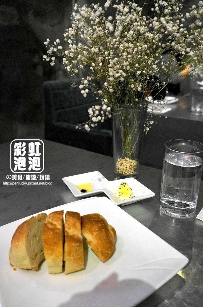 14.偷偷-餐前麵包.jpg