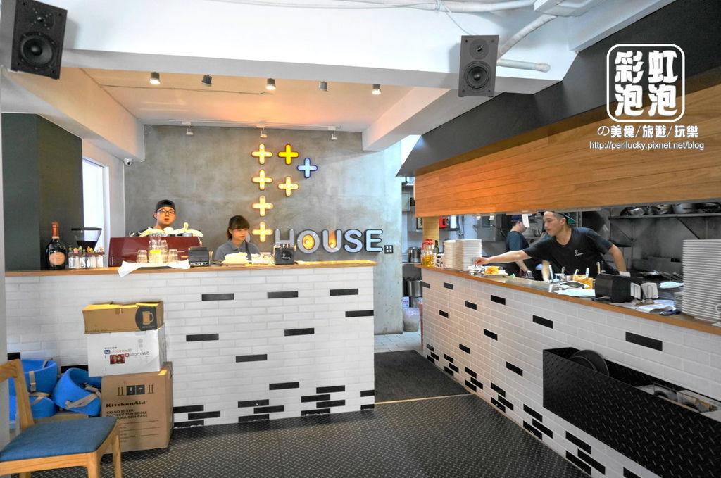 4.P+ house-櫃台、開放式廚房.jpg