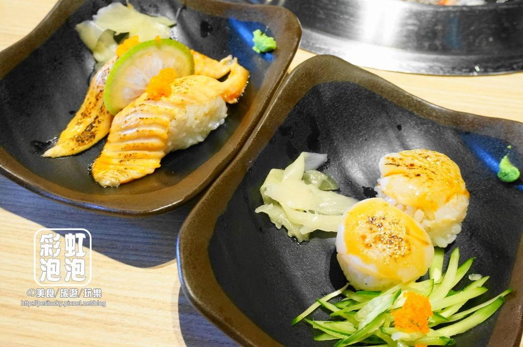 17.熊炭日式炭火燒肉-鮭魚炙壽司、干貝炙壽司.JPG