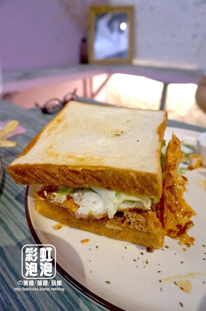16.玖年飯店-原汁原味牛汁排莫拉達多士.jpg