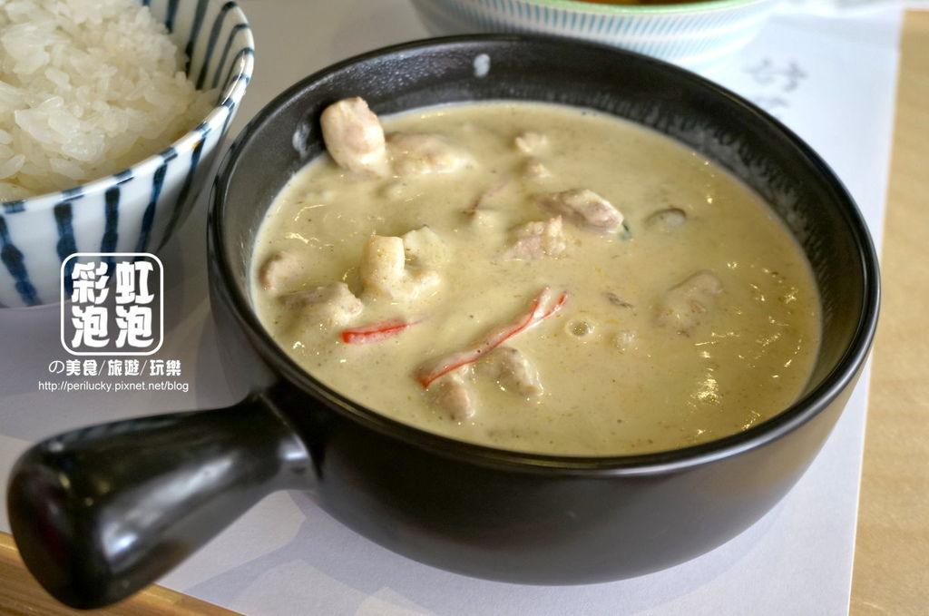 11.好菜-綠咖哩椰汁雞肉特寫.jpg