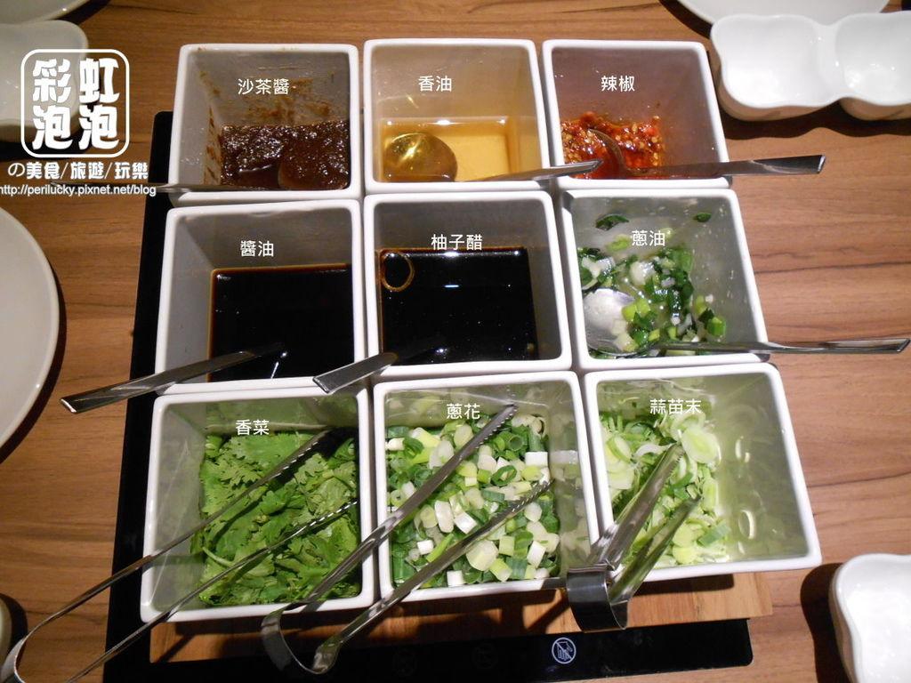 4.大燉煌鍋物。琉璃燒-九宮格醬料.jpg