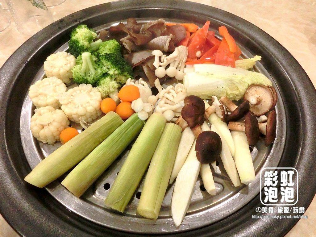 27.鼎陶蒸 蒸汽海鮮鍋物-綜合蔬菜盤.jpg