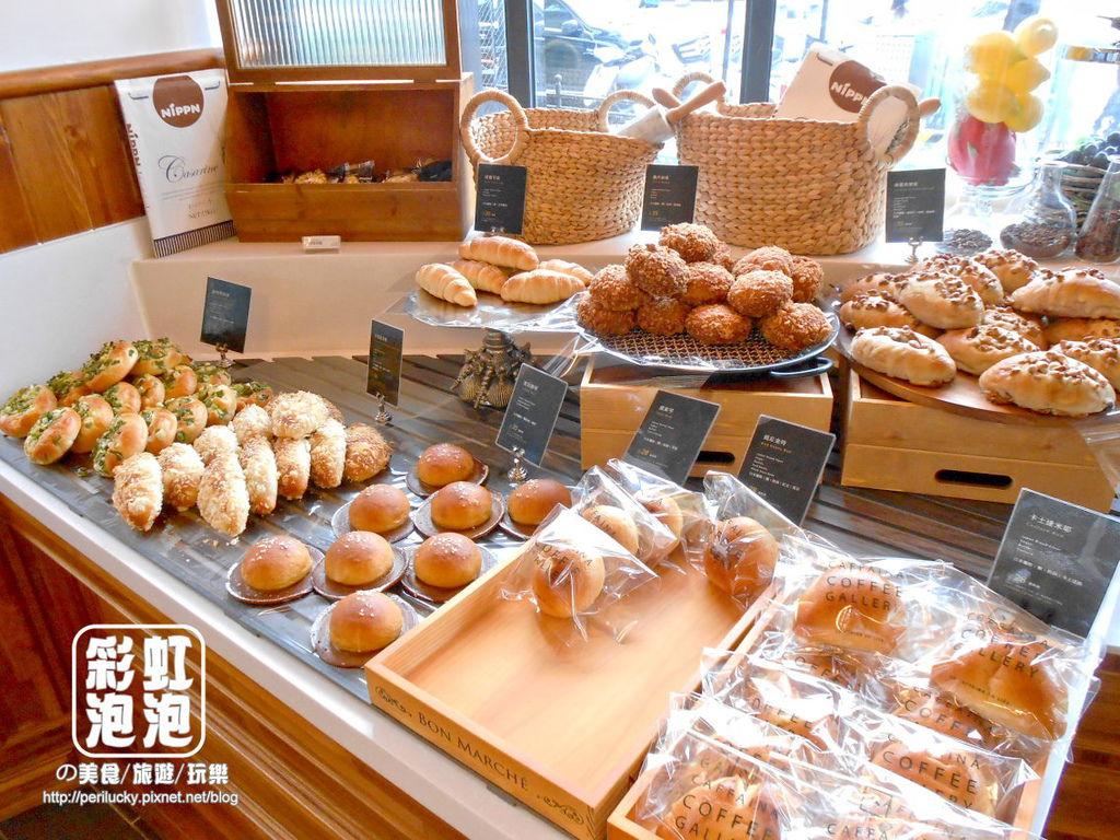 9.卡啡那CAFFAINA-麵包區.jpg