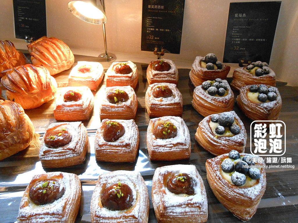 11.卡啡那CAFFAINA-麵包區.jpg