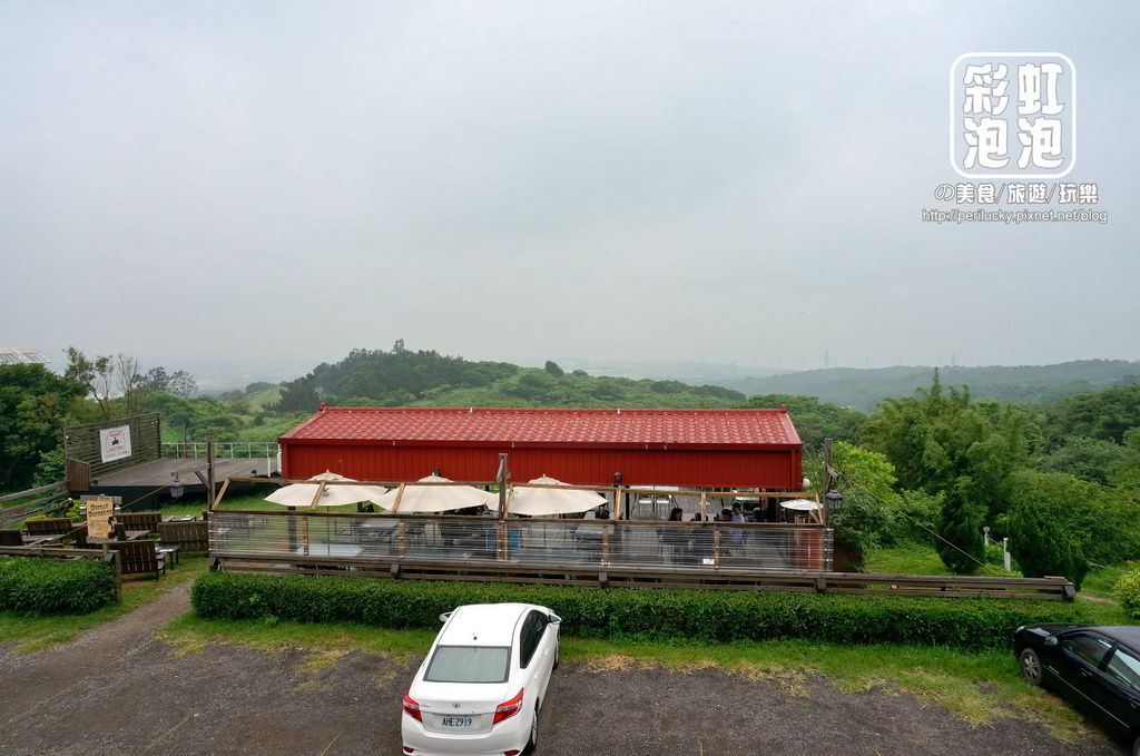 5..紅色倉庫美式餐廳-戶外座位區.jpg