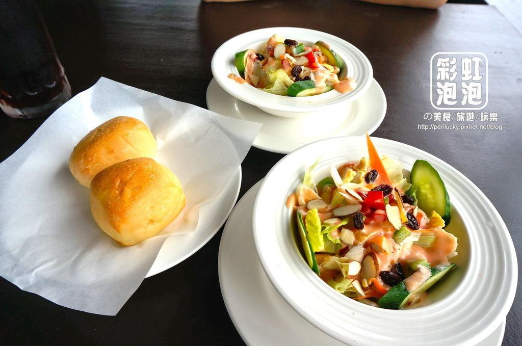 7.紅色倉庫美式餐廳-餐包、健康沙拉.jpg
