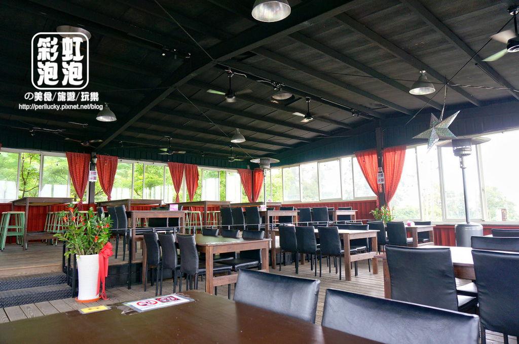 4.紅色倉庫美式餐廳-二樓座位區.jpg