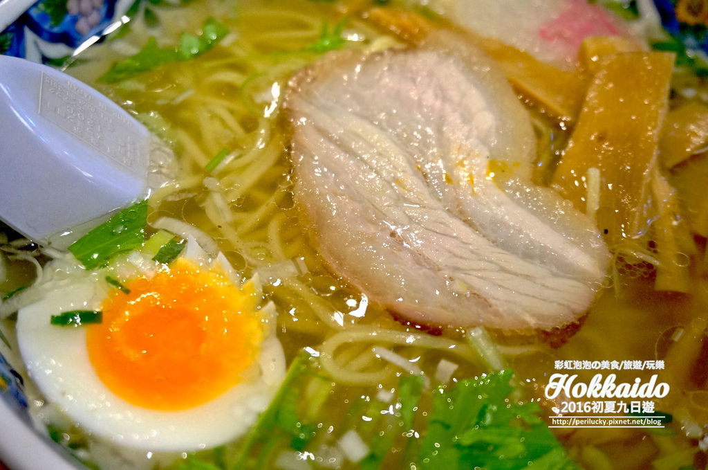 10.函館麵廚房-味彩鹽拉麵-叉燒%26;玉子特寫.jpg