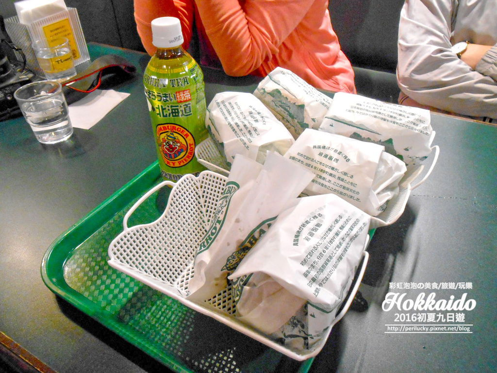 143.函館幸運小丑漢堡-餐點合照.jpg