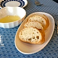 08. K&M Bistro Tapas-麵包佐橄欖油.jpg