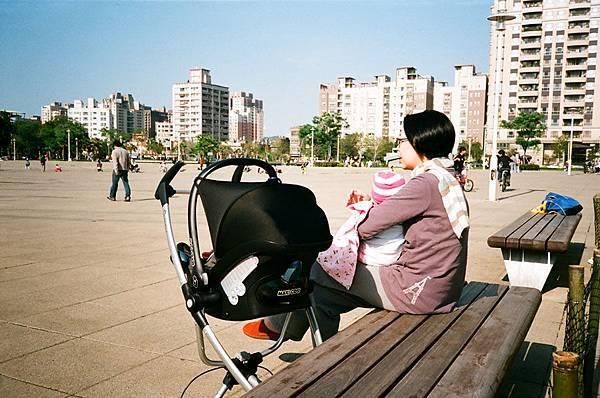 媽媽與寶寶:偷得浮生半日閒
